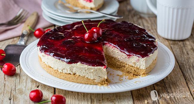 Torta fredda vegana con confettura di ciliegie