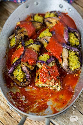 Involtini di melanzane vegani ripieni di tofu al basilico