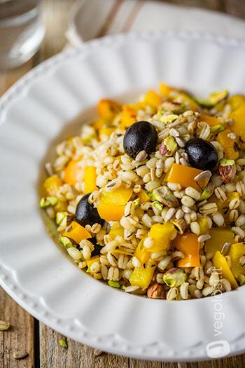 Orzo perlato ai peperoni, olive e timo