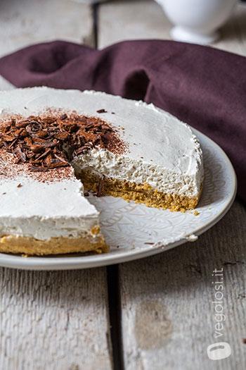 Torta fredda vegana con yogurt al caffè
