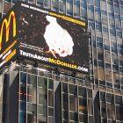 Campagna sensibilizzazione polli Times Square