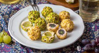 Tartufini salati di uva e tofu ai pistacchi e noci