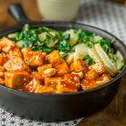 Tofu glassato al sesamo e anacardi