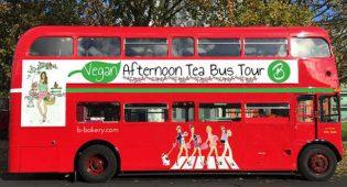 Tè delle cinque vegano a Londra: si gusta su un bus a due piani