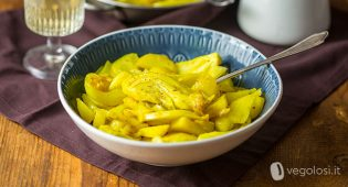 Finocchi speziati alla curcuma con patate e cipolle