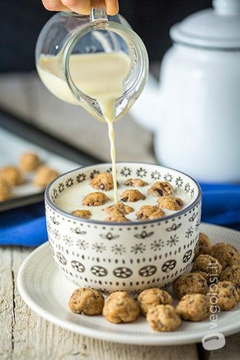 Mini biscotti vegan da colazione al cioccolato