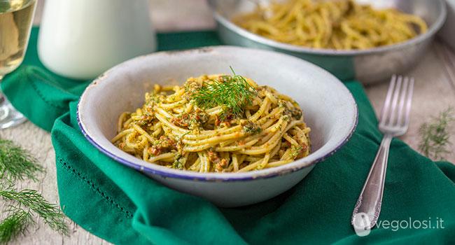 Pasta con pesto di finocchietto alla siciliana