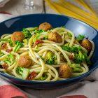 Spaghettoni con broccoli e polpettine vegane