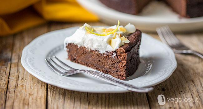 Torta morbida vegan al cioccolato e limone