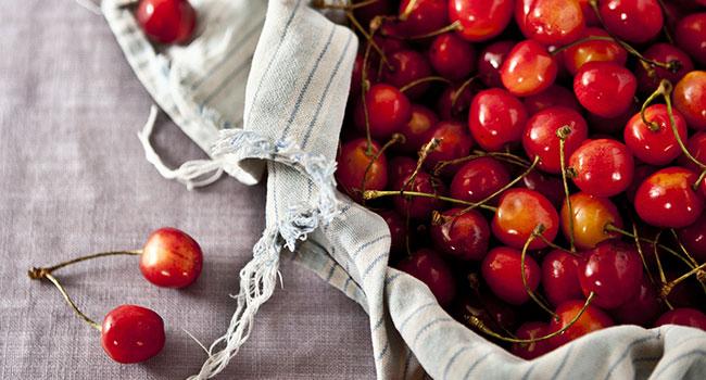 Marmellata di ciliegie senza zucchero - Photo by Neha Deshmukh on Unsplash