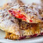 Fagottini vegan dolci di albicocche e more