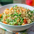Insalata di quinoa alle albicocche e noci con dressing al miso