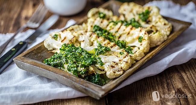 Bistecche di cavolfiore con salsa chimichurri