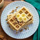Waffle vegani alle banane e noci pecan