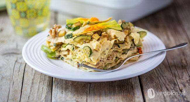 Lasagne di pane carasau alle zucchine, fiori di zucca, noci e tofu affumicato