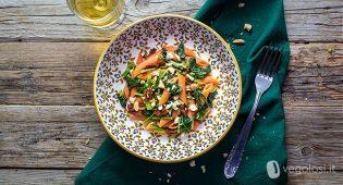 Penne di lenticchie rosse con cime di rapa e pomodori secchi