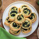 Girelle di sfoglia agli spinaci e crema di carciofi