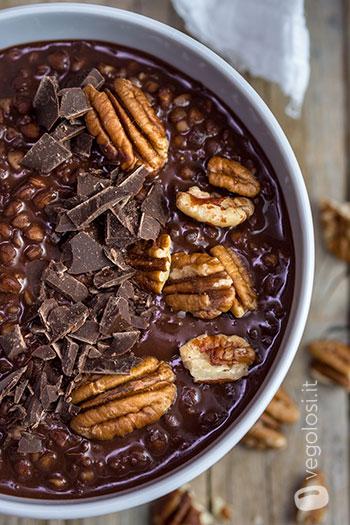 Porridge vegano di grano saraceno al cioccolato speziato