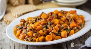 Spezzatino di carote e tempeh