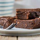 Brownies vegan al cioccolato e alle patate dolci senza glutine