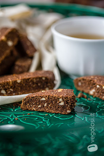 Biscotti vegani senza zucchero cacao e mandorle