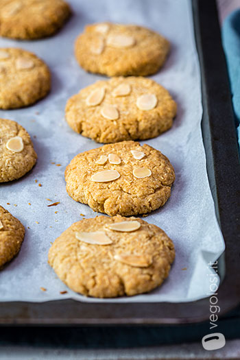 Cookies vegani alle mandorle e cocco