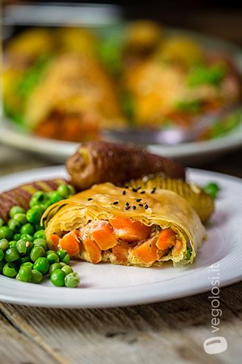 Strudel salato di pasta fillo alle carote e formaggio vegan