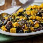 Zucca gratinata con cipolle rosse caramellate e olive