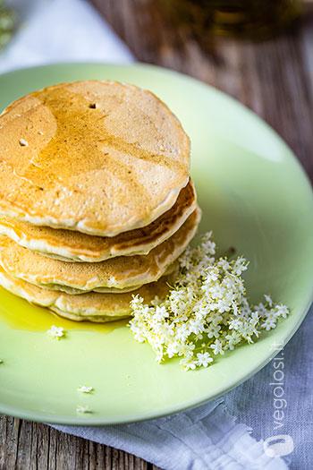 Pancake ai fiori di sambuco