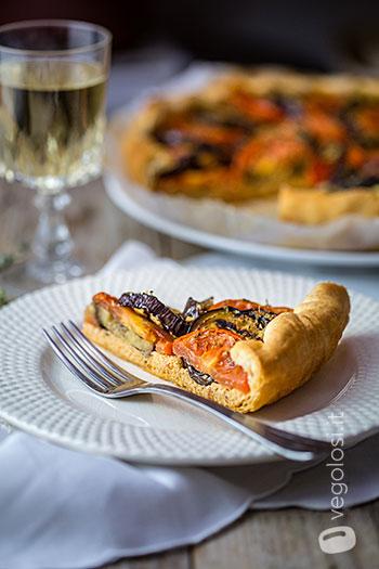 Torta salgada com tomate berinjela
