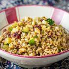 Insalata di cereali con zucchine, lamponi e origano