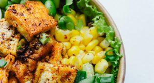 """Cucina vegana """"magica"""": trucchi, condimenti e metodi di cottura che ti faranno impazzire"""
