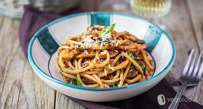 Spaghetti al sugo di melanzane vegan