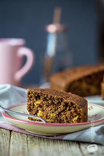 Torta vegan al cioccolato e pesche