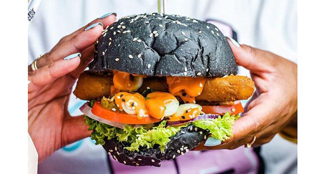 aqui é o primeiro lugar dedicado apenas a junk food vegan 18