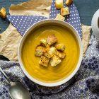 Vellutata di carote e burro d'arachidi con crostini speziati