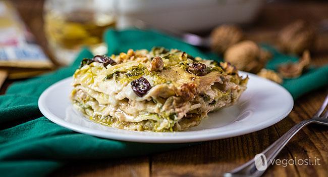 Lasagne vegane con scarola, olive e noci
