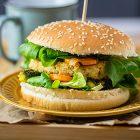 Burger vegani di miglio, cannellini e olive