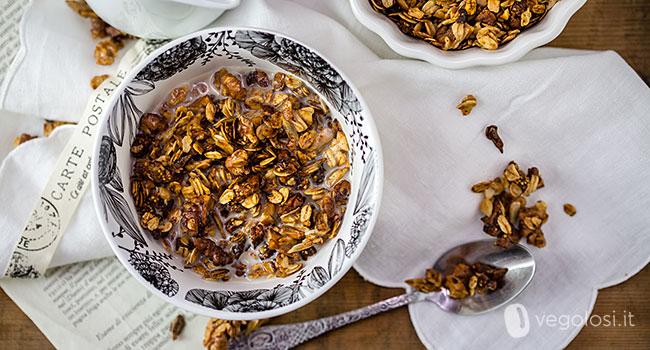 Granola ai fichi secchi e noci