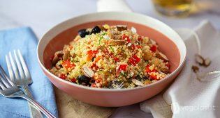 Cous cous ai peperoni, mandorle, ceci e olive