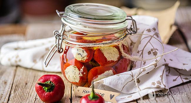 Peperoncini ripieni sott'olio vegan