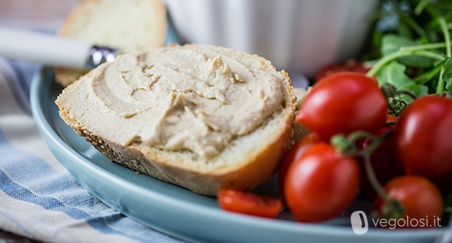 Hummus formaggioso