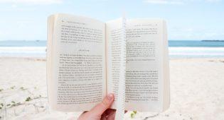 Libri per l'estate: 25 titoli da non perdere per essere più consapevoli