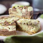 Cheesecake vegana al pistacchio variegata al cioccolato